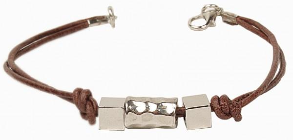 Armband mit braunem Leder und silbernen Schmuckteilen