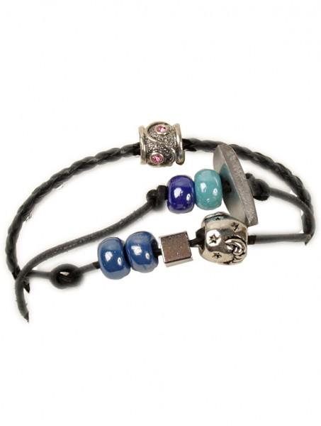 Armband mit Perlen und 4 verschiedenen Schmuckteilen