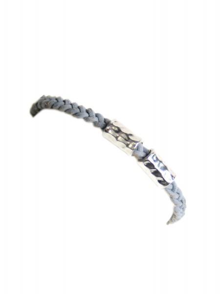 Armband mit 2 silbernen Schmuckteilen