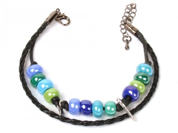 Armband mit Perlen und 2 Schmuckteilen