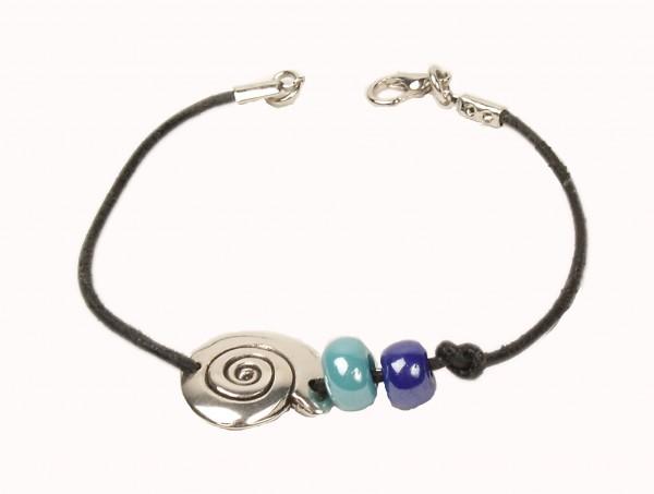 Armband mit Zwei perlen und einem Schmuckteil